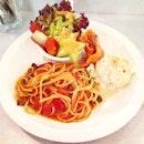 Ladies Set @ Wondermama  Pasta with tomato mushroom sauce, mashed potato, smoked salmon and fresh fruit salad.