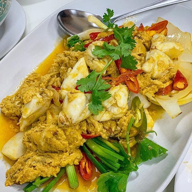 Stir-fried crab in yellow curry (1,500 Baht).