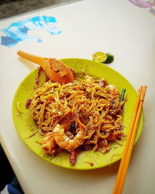 #forgotten to take a pic before mixing the sambal 😜  this plate of fried hokkien mee costs $8!