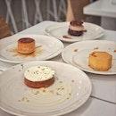📌Lee's Confectionary ケーキ編 ・ 新作のPUFFとコーヒーに添えられるアイスクリームを食べに。 3人+👶でケーキ4つをシェア。  新作のPUFFはアールグレイ香るカヤクリームのケーキ。 今まで食べてきた、どのカヤとも違う、自然な甘味と香り。別世界。 このカヤクリームが、トントンしてもびくともしないキャラメライズされたパフとサクサクのシューにねっとり絡み付いてウマー。 カヤが苦手な人でも、リーさんのカヤはきっと食べれちゃうと思います。 手掴みで食べられるので子供でも食べやすいので息子も嬉しそう。  一つ前の新作のLUSTはヘーゼルナッツのプラリネとジャンドゥーヤとクランチのTheヘーゼルナッツ!なケーキ。 チョコレートクリームも甘さ控えめで、ナッツの引き立て役に徹してる。 ここにクランチの食感が加わるんだからもう言うことなし。 ヘーゼルナッツ好きな方に超おすすめ。  そして、残り2つはわたしが初めて訪問した2019年7月から唯一残ってる2種のTARTとMADU。  わたしが食べたことのあるレモンタルトの中で一番好きなTARTと子供も大好きなハチミツのケーキMADU。  この長く人気の2つも間違いなくおすすめ。  そしてそして、リーさんが廃棄に悩んでいたコーヒーのお供の焼き菓子は、最近アイスクリームに形を変えて提供されるようになったと言うのでこちらも楽しみにしていました。  今回のアイスはコーヒー味のソルベに近いアイスクリーム。 甘くない大人味で、コーヒー×コーヒーなのに合う不思議。 アイスクリーム屋さんのアイスよりおいしい。 リーさん、美味しいアイスも作れるのね。 フレーバーは日によって違うみたいなので、今後の楽しみの一つになりそう。  @lees_confectionery #leesconfectionery #kayacake #hazelnutcake  #lemontart #honeycake #싱가포르카페 #싱가포르생활 #กาแฟสด #สิงคโปร์ #シンガポールケーキ #シンガポールカフェ #シンガポール #シンガポール生活 #シンガポール在住 #シンガポール旅行  #シンガポールグルメ #シンガポールスイーツ #travelsingapore #singaporetrip #singaporelife #igsg #sgfood #sgfoodies #sgfoodstagram #sgcafehopping #sgcafes #sgcoffee #sgcakes #burpple #みどlee隊