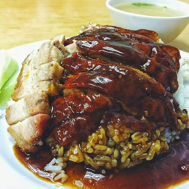 Roasted Duck with Roasted Pork Belly for S$5.20.