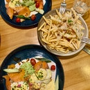 salmon guac + truffle fries!