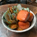 Curry Mussels With Mantou