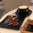 Matcha Latte & Hazelnut Fuelletine Cake