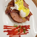 ROSTI & EGGS BENEDICT WITH HAM AND BACON