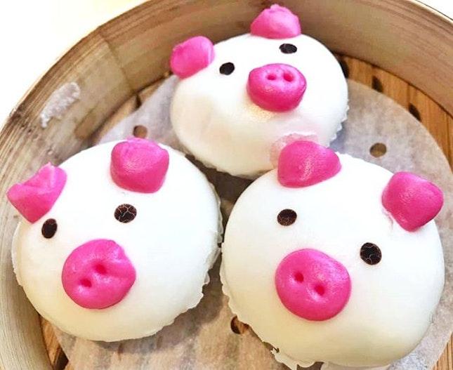 Steamed Molten Salted Egg Yolk Custard Piggy Buns (S$6.80++) || Canton Paradise, @MarinaBaySands .