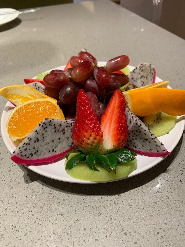 饭后还送果盘,水果真甜!服务真棒!!海底捞tampines century square