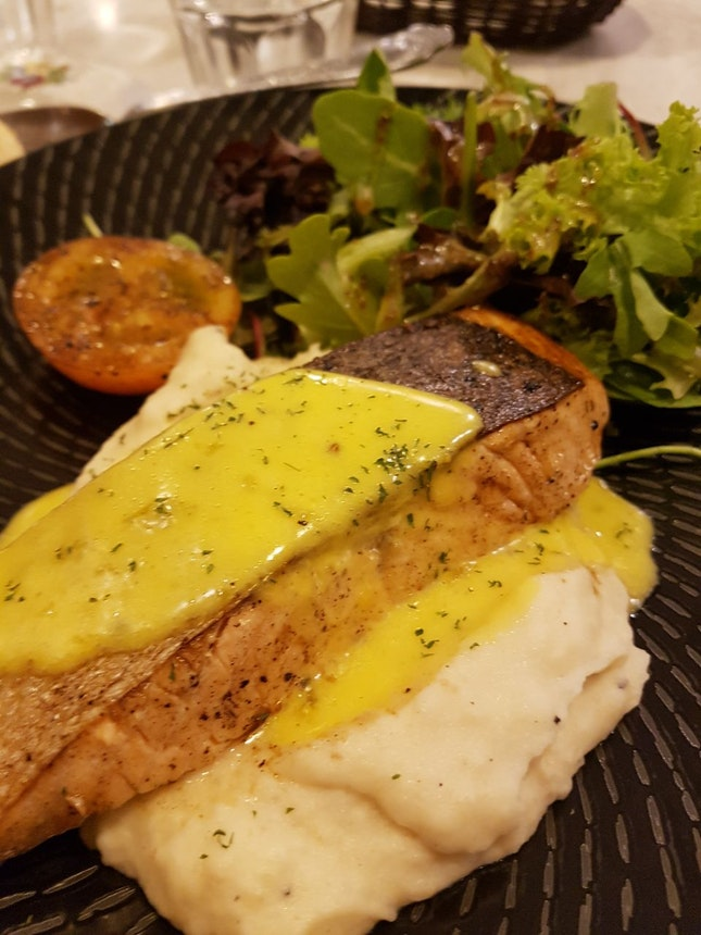 Salmon With Hollandaise Sauce and Mashed Potato