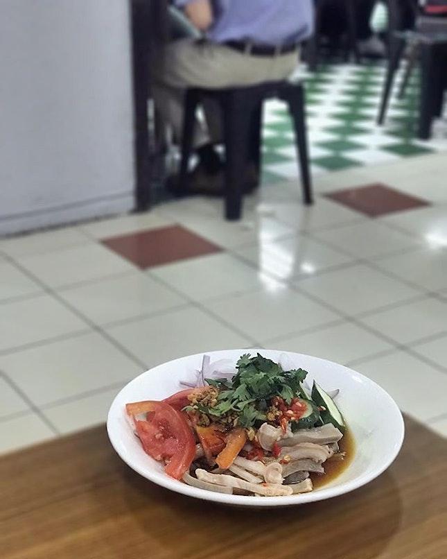 【Burmese Salad】Pork Intestine Salad🥗 #mandalaystylebbq #mandalaystyle #burmesefood #foodstagram #salad #burmesesalad #porkintestine #foodporn #instafood #instafoodie #burpple #burpplesg