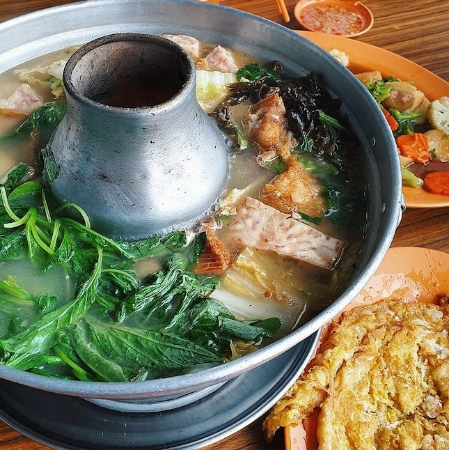A comforting fishhead steamboat on a rainy day truly warmed our hearts 💕