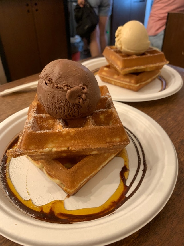 $9.10 Waffles with Single scoop