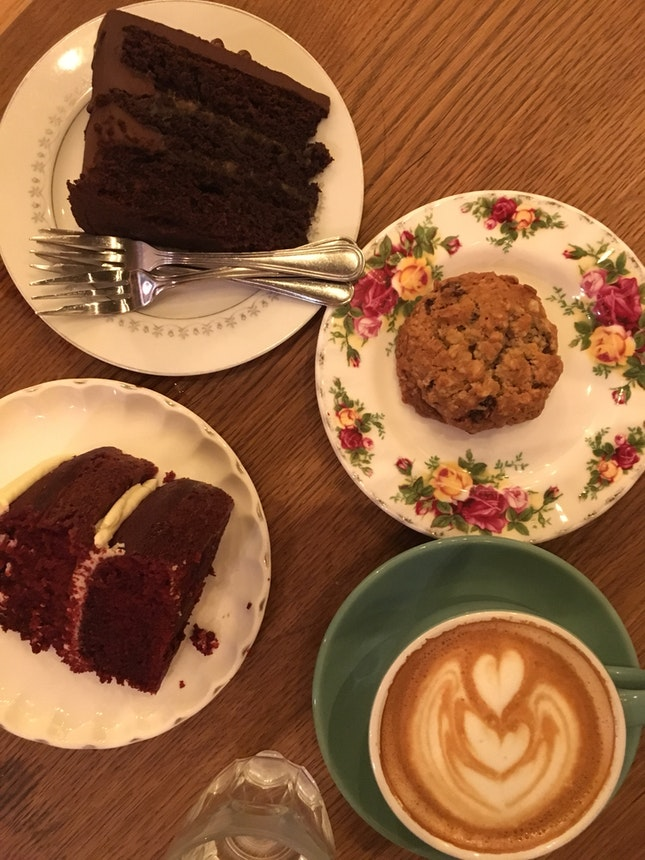 Dark Chocolate Cake, Raisin Cookie, Red Velvet Cake & Latte