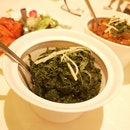 Lahsooni Palak (Fresh Spinach Tempered With Garlic, Onion and Tomatoes)