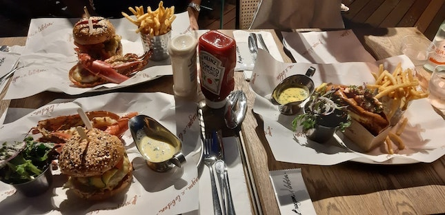 Burger and Lobster Combo Set