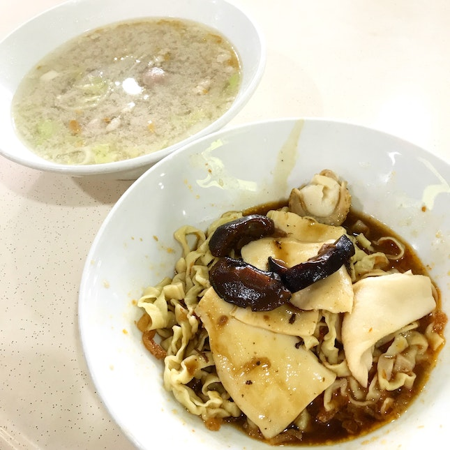 meepok with tasty toppings