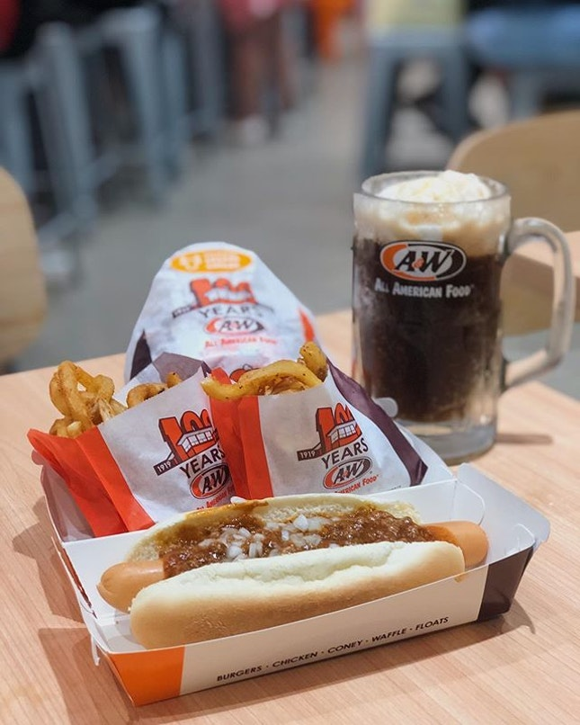 📍a&w; singapore📍a&w cream cheese beef burger combo, beef coney dog & root beer float • curly fries and root beer float were the only acceptable food on the menu.