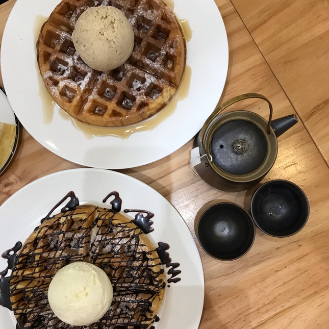 Single Scoop Waffle & Earl Grey Tea