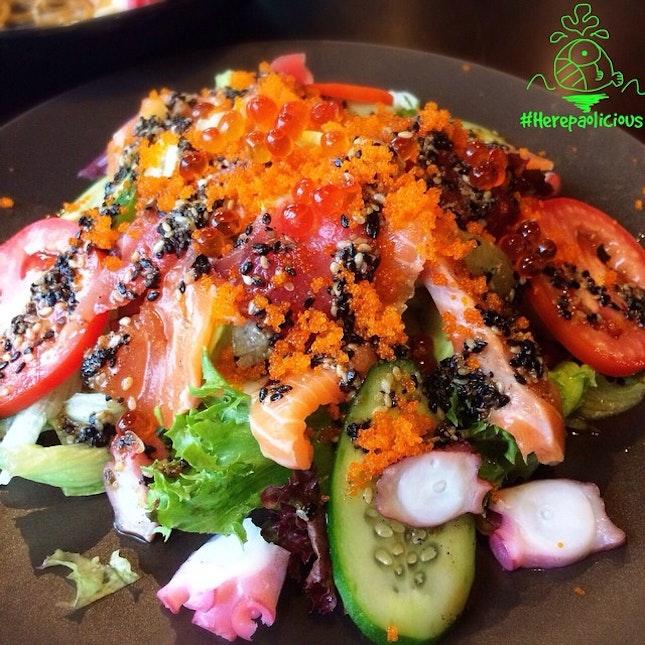 Kaisen Salad 📍 Shshi Mania @ รามคำแหง 64 📆 Date: Now - 31 Oct 14 💸 Price: 300 --> 150 ฿ 🚨 ร้านซูชิเปิดใหม่ๆ ราคาแรงลด 50% ทุกเมนูอาหาร 😱😍 ถึงสิ้นเดือนนีั้ 👍 #herepaolicious Rates: 🐽🐽🐽🐽🐽 #⃣ Share ur Delicious Tag #liciouswithhere 🆔 Follow us on Twitter/Tumblr/Burpple: Herepaolicious ฟินมาก จานนี้ เป็นสลัดที่เครืี่องเยอะจัดเต็มมาก น้ำสลัดเปรี้ยวๆ ราคาเต็มยังคิดว่าโอเคเลย พอลดแล้วยิ่งคุ้มเฟ่อร์!!