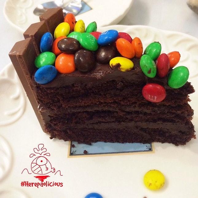 KitKat Chocolate Cake 📍 Mr.