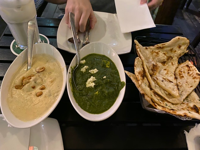 Naan With Palak Paneer And Chicken Korma