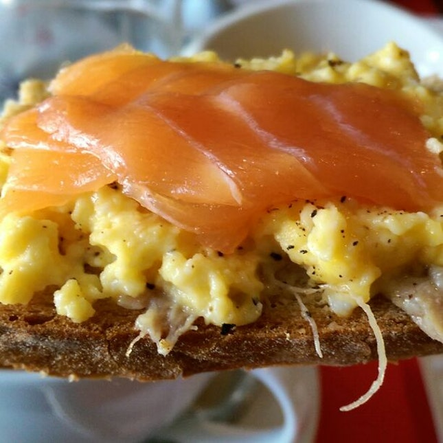 Salmon-on-top-of-scrambled-egg-on-top-of-duck-rilette-on-top-of-crispy-toast
