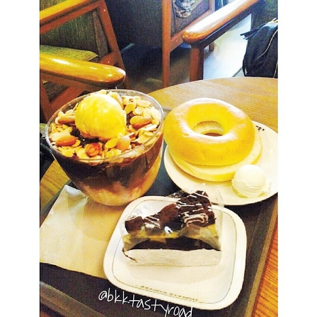 1) #coffee shaved ice #커피빙수 + 2) #bagel #creamcheese #베이글 #크림치즈 + 3) #chocolate #cheesecake  #초코치즈케익  Price: 1) 210 baht 2)&3) 50-150 baht Atmosphere: 3.5/5  Taste: overall - dry and bland flavor  1) 2.5/5 : couldnt really taste the coffee.