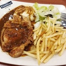 😋👍Delicious and filling dinner of Chicken chop + mashed potato + fries + salad with black pepper sauce.