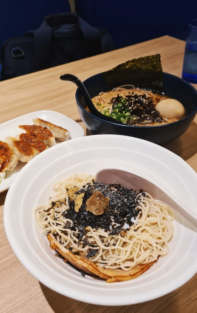 Recommend their Dry Truffle Ramen!