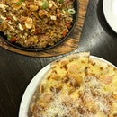 garlic snowing pizza + garlic fried rice
