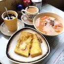 Breakfast stop #2 after having steamed milk at Yee Shun Milk Company (ADC still serves the best!).