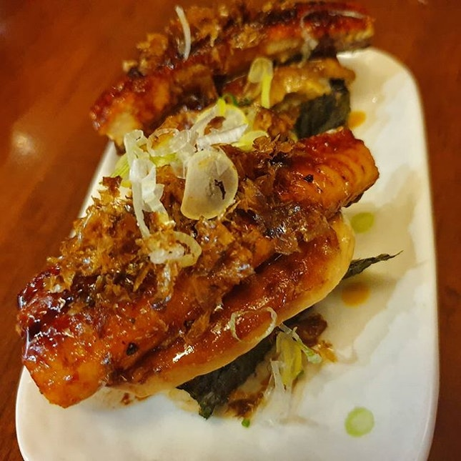 """FOOD REVIEW  TANUKI RAW Rating: 💋💋💋 (Must Try)  Have you tried @tanukiraw """"Futo Sushi""""?"""