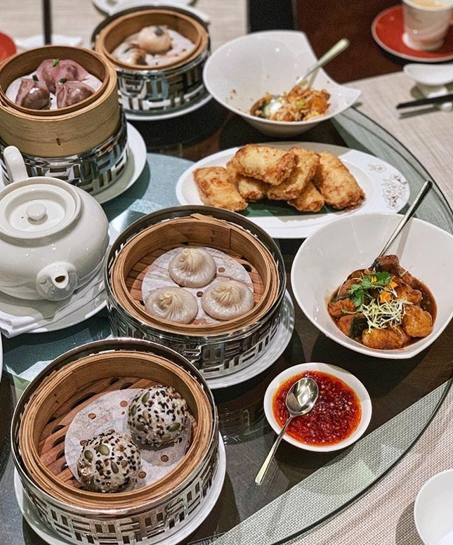 I am not a fan of buffets cause I prefer quality over quantity and rather not stuff myself silly, but I really enjoyed the festive dim sum brunch at Cherry Garden!