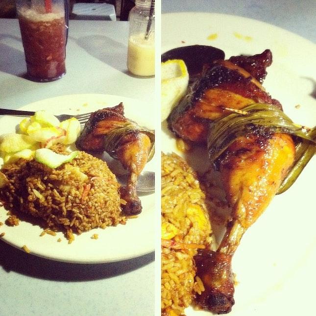 Fried rice pandan chicken at midnight 😅👍✨~ #instafood #instamalaysia #food #full #chicken #rice #fried #supper #dinner #yamcha #yummy #nice #murni #ss2 #pj