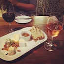 Kick away our Monday blue with cheese platter and wine !