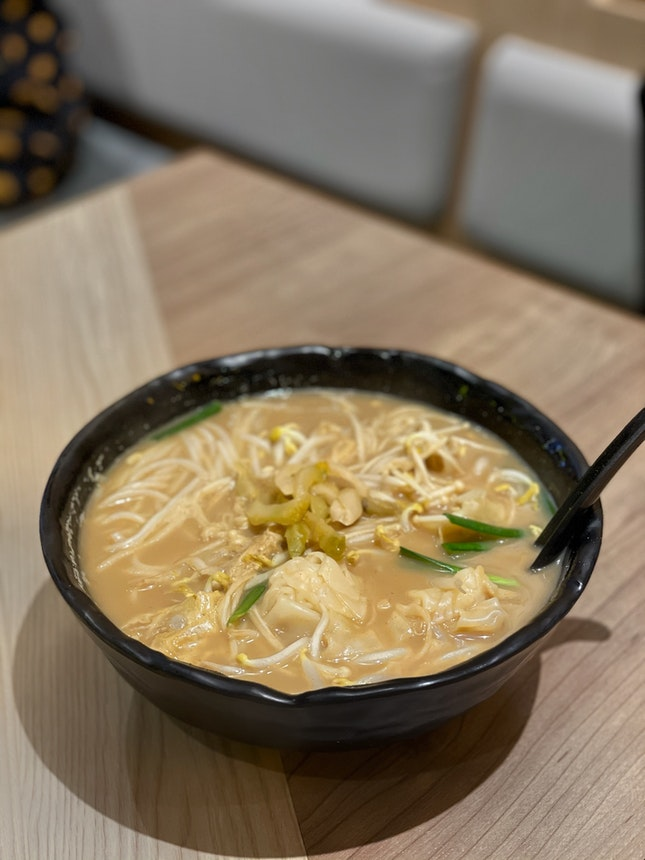 Mixian with Shrimp Wanton and Enoki Mushroom in Charred Pepper and Spices Soup ($8.70)