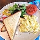 Brekkie ($10) + Roasted Tomato ($2) ++