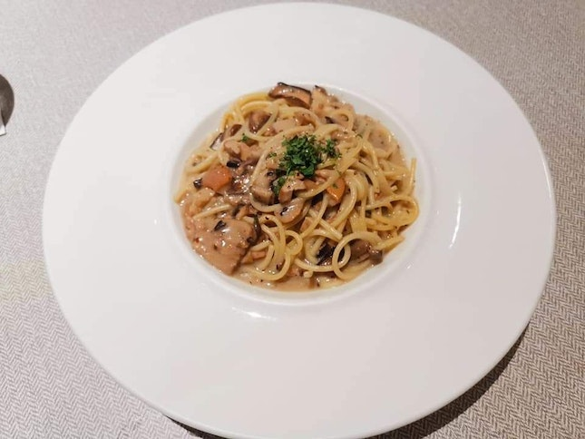 Noodle with mushroom and truffle