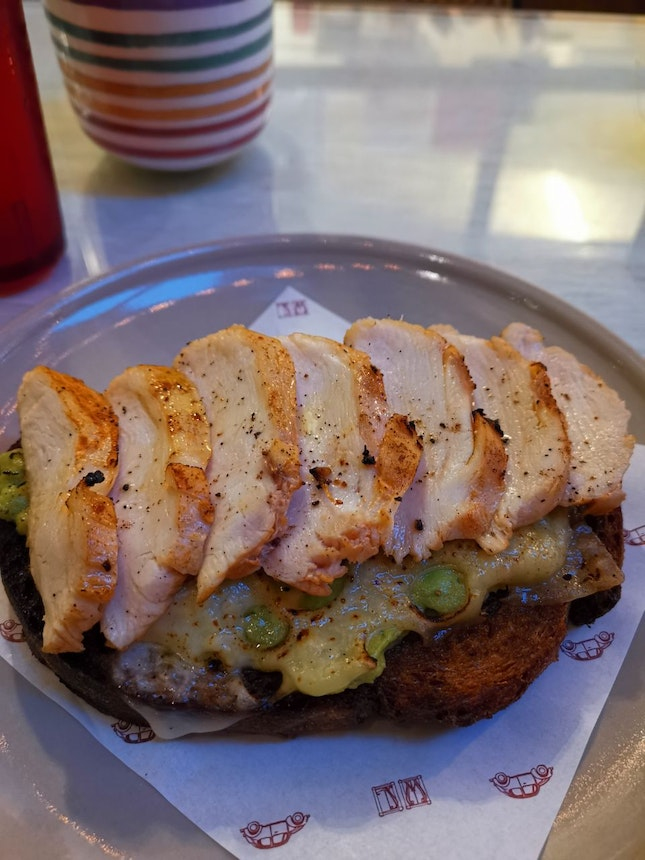 Avo Smashed Open Face Chicken