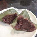 Was happy to see new items on the conveyor belt [Red Bean Dumplings S$1.50] - it's matcha Mochi skin which is QQ, they also have black glutinous skin with red bean filling, and crystal skin with peanut filling.