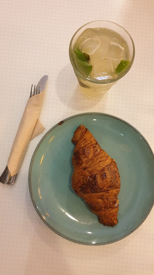 Heavenly Plain Crossiant With Mint Lemonade Fizz