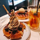 Soft Serve With Waffles (Hojicha And Earl Grey) And Fruit Tea