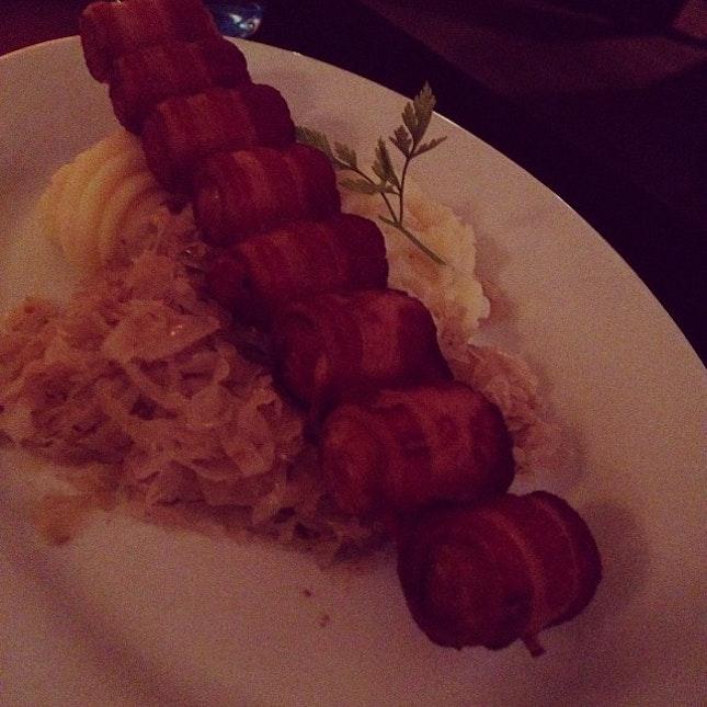 Mini pork sausage wrapped in bacon #bacon #pork #skewer #sausage #meat #delicious #food #foodporn #instafood