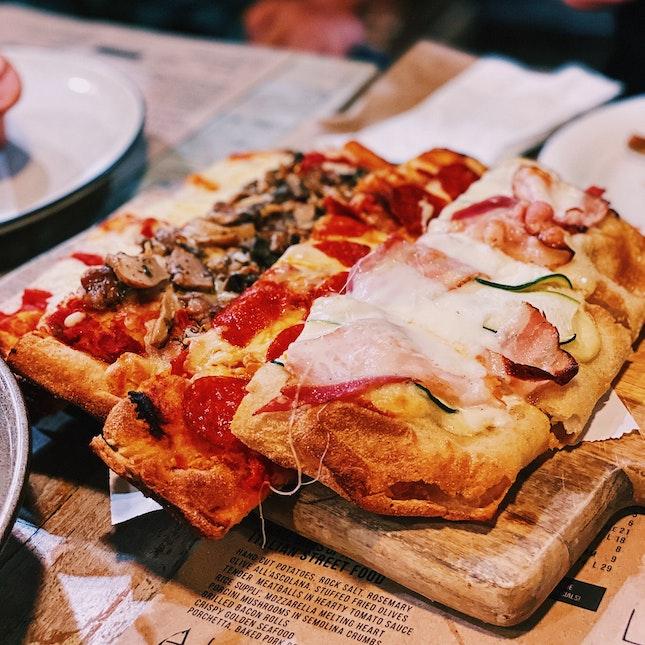 Assorted Pizza (Medium)