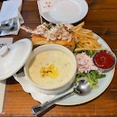 Lobster Roll & Clam Chowder Combo