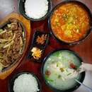 Ginseng Chicken Soup - Hotplate Beef - Kimchi Soup.