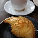 curry puff w crispy thin crust n tasty filling + a cup of good old kopi  Soon Soon Huat Curry Puff @ East Coast Road  #singaporefood #sgfood #sgeats #instafood #instafoodsg #foodsg #foodpornsg #coffeebreak #exploresingaporeeats #exsgcafes #burpple #exploresingapore #singaporeinsiders #sgigfoodies #sgfoodies #foodshare #teabreak #pastry #currypuff #kopi