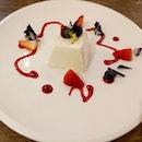 A rich creamy milk dessert light for the stomach: Pannacotta