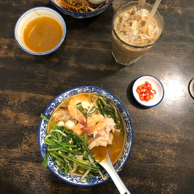 Flavourful Prawn Noodles