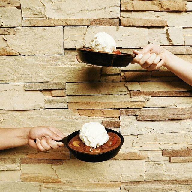 (Media & Food tasting: Tony Roma's Singapore) On the table: Strawberry & Peach Cobbler!