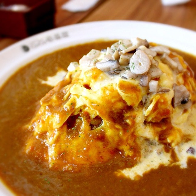 COCO Ichibanya opens at The Star Vista. Love the Japanese curry with creamy cheese mushroom omelette. Oishii! Check out other food outlets at The Star Vista.... DanielFoodDiary.com!